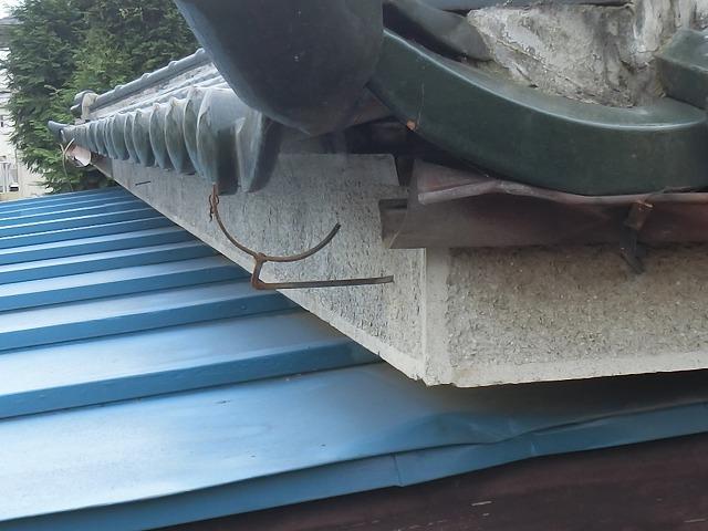 下屋根部分の軒樋が飛散
