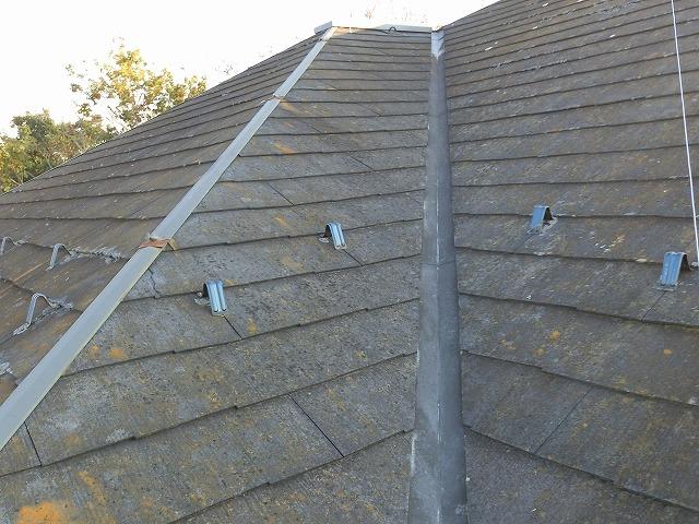 コロニアルスレート屋根材が葺かれた下妻市の複合屋根現場