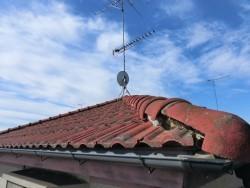 モニエル瓦の葺き替え前の小美玉市の屋根