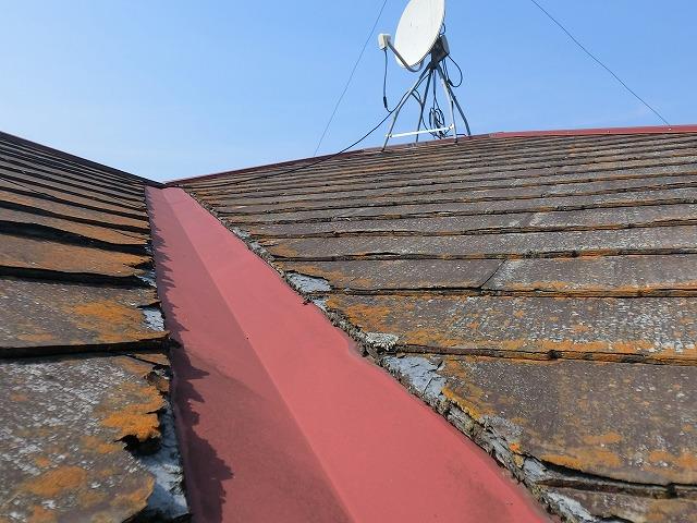 ひたちなか市の屋根材パミールの破損が進んでいる谷板金付近