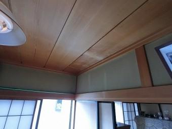 室内雨漏り天井を東から撮影