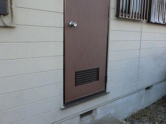 お勝手口のドア