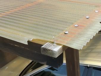 テラス波板屋根の角の部分割れ