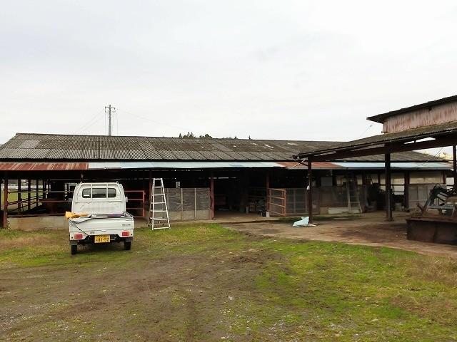 小美玉市の倉庫、石綿スレート屋根が台風で飛散した倉庫に現場調査でお伺いしました