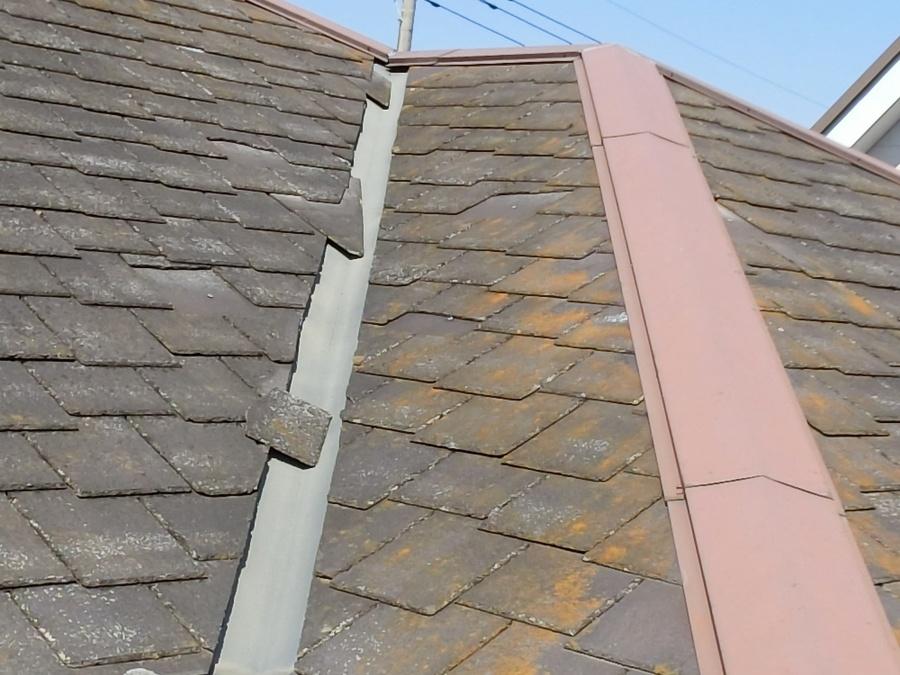 アーバニー屋根材が破損して脱落している結城市の現場屋根