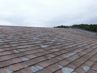 切妻屋根の北面屋根の破損状態