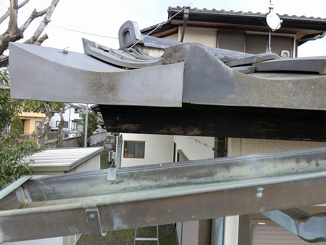 銅製打ち込み金具が根元から外れている