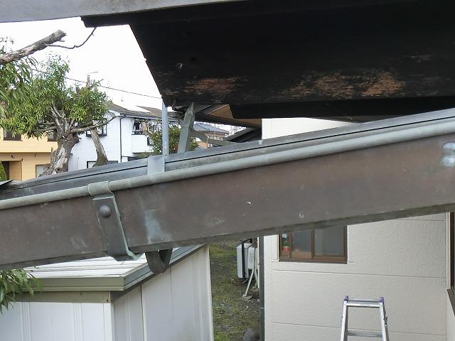 台風19号の被害で根元から抜けてしまった銅製支持金具