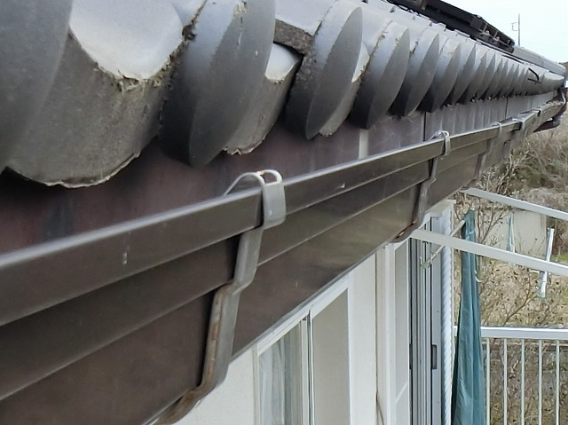 雨樋工事前の、ひたちなか市の機能不良雨樋