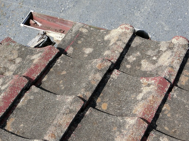 軒先瓦が破損している水戸市の現場屋根