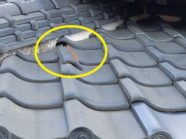 風切丸が破損落下し下屋根の平瓦が破損
