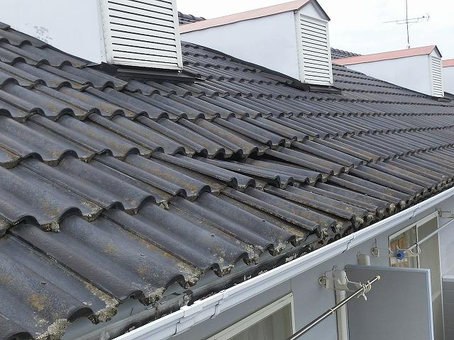 下地が腐り雨漏りが起きたモニエル瓦屋根のドーマー付近