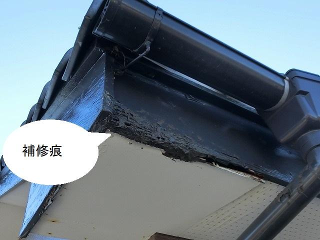水戸市の現場軒天に補修痕がある