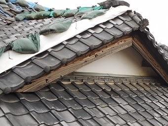 水戸市の東日本大震災で倒壊した棟部分を妻側から撮影