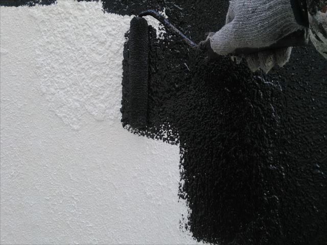モルタル部の下処理を終え中塗りに入る