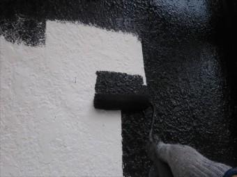 下塗りを終え中塗りを丁寧に行う