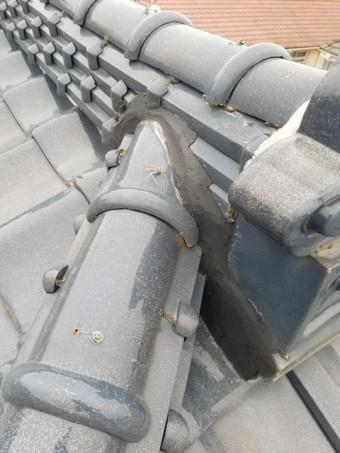 棟の葺き土が見えた箇所を補修