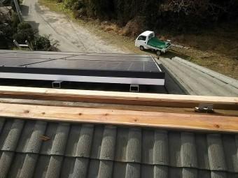 太陽光発電パネルと杉貫板