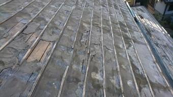 瓦を撤去した後の下葺き材の状況