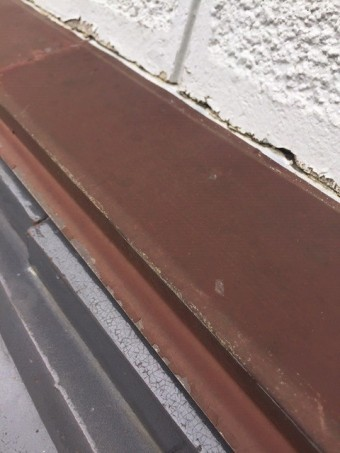 水切り板金緩衝部のひび割れ