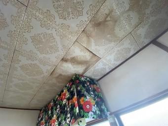 リビングダイニングの天井雨漏り跡