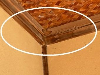 玄関ホールの天井角に雨染み