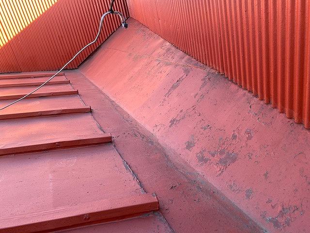 複雑な屋根に谷板金