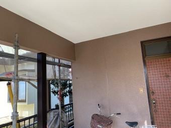 車庫の鉄部や天井にも塗装