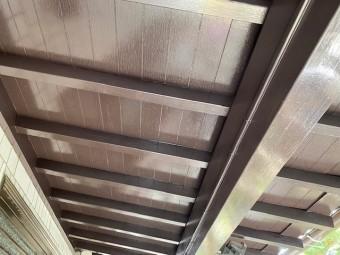 玄関の庇裏の木部への塗装