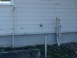 外のガス供給設備と給湯設備が外されている状態