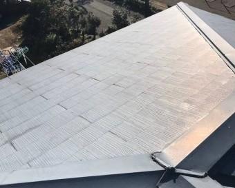ガルバリウムカバー工法を行う既存のスレートコロニアル屋根の南面