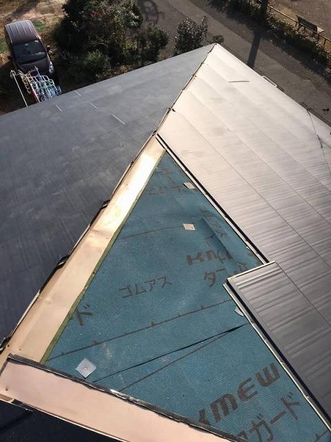 ガルバニュウム屋根材施工スタート
