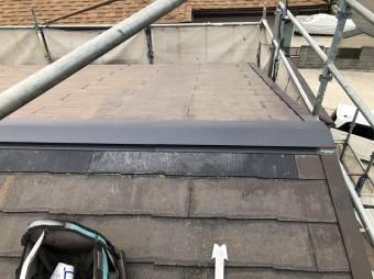 棟板金に緩衝する破損化粧スレートを差替えて棟板金を同時に交換