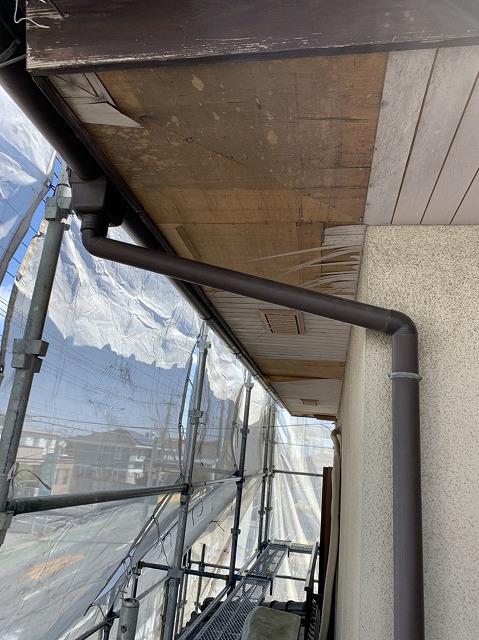 軒天のプリント部が剥離しているコーナー部