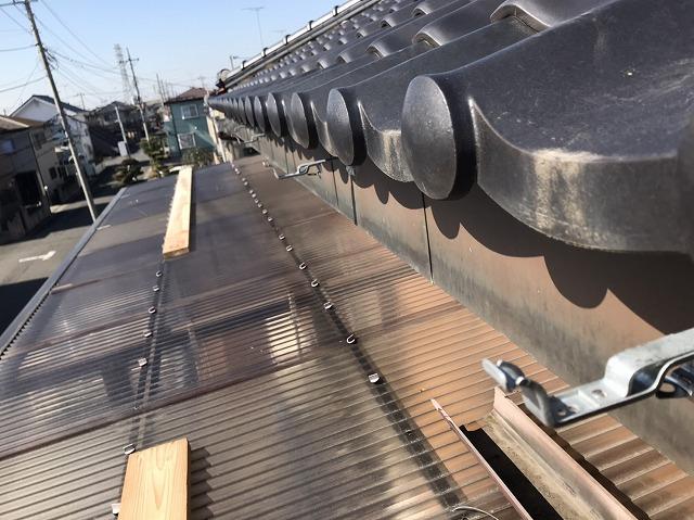 テラス波板部上の雨樋施工は仮床を作っての施工