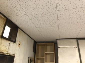 ドア側の天井材の交換が完了