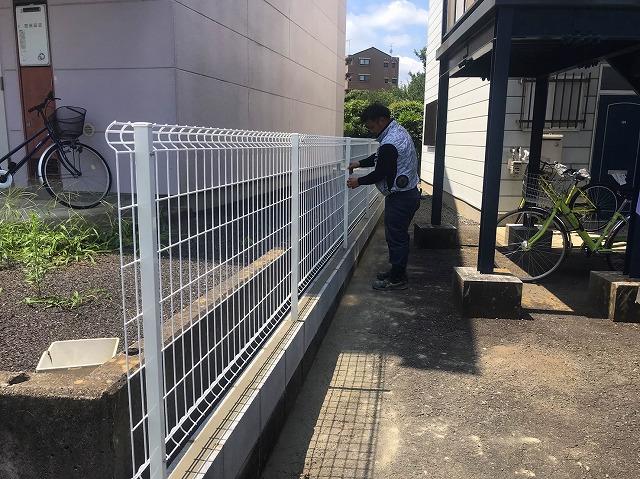 水戸市のフェンス工事で網が設置終わりました