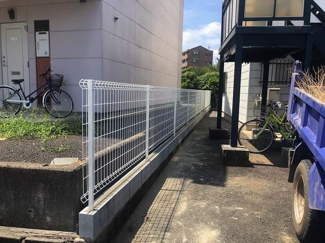 水戸市のフェンス工事で網が設置終わりましたので全ての工程が完了です