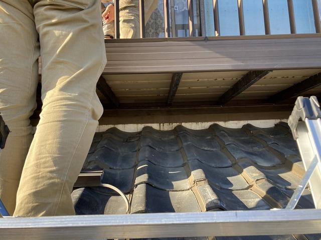ベランダ下の瓦屋根と葺き止め漆喰部