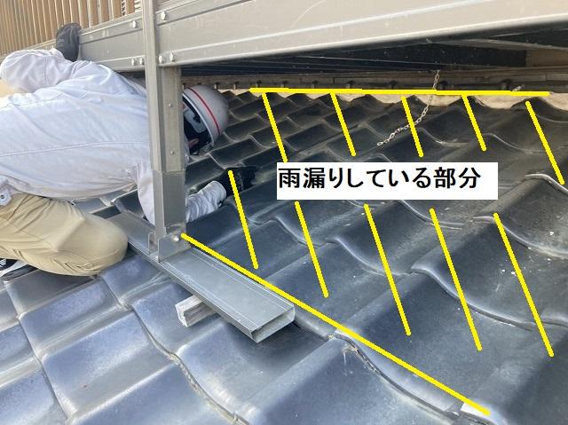 瓦屋根の雨漏りしている箇所を斜線で示す