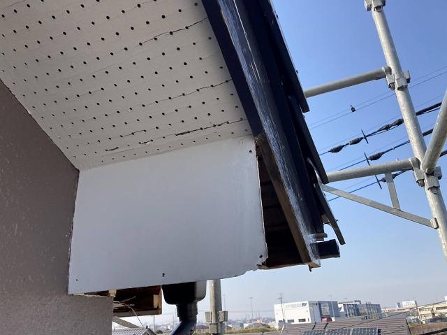 屋根工事前の水戸市の破風板と軒天