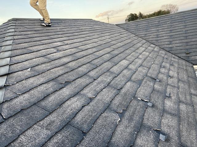 塗装に不向きな屋根材であるコロニアルネオ