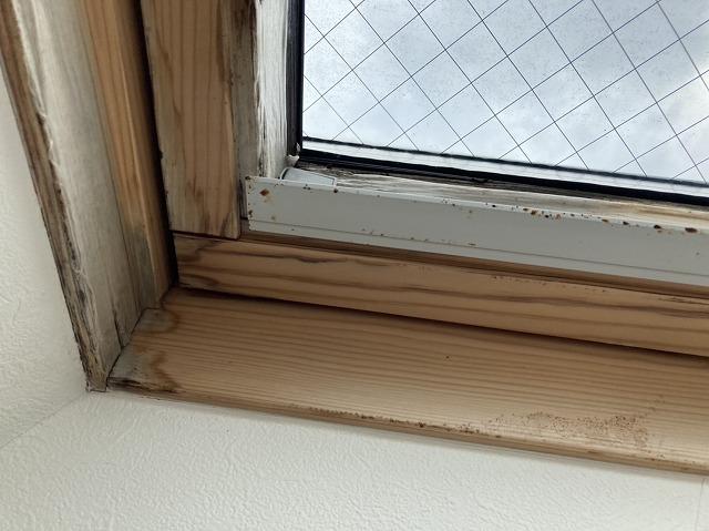 見切り材に雨漏り染みのある那珂市の天窓