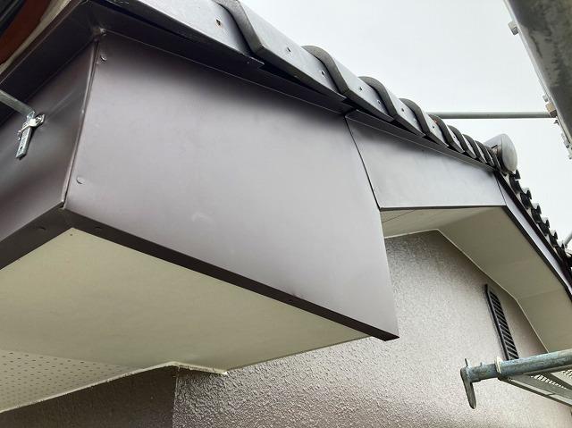 既存の木製破風板へガルバリウム鋼板で板金巻を行った水戸市の現場