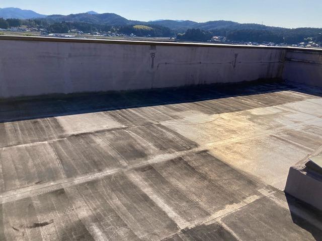 テナントビル陸屋根防水シート劣化雨漏り