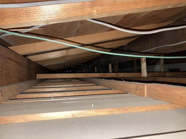 結城市内の貸テナント天井裏
