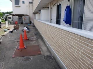 水戸市のバルコニーは笠木を取り付け雨仕舞いが完了し耐震性もアップしました