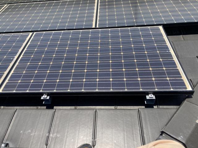 ソーラーパネルと防災瓦