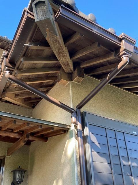 茨城町の雨樋補修を行った玄関庇部
