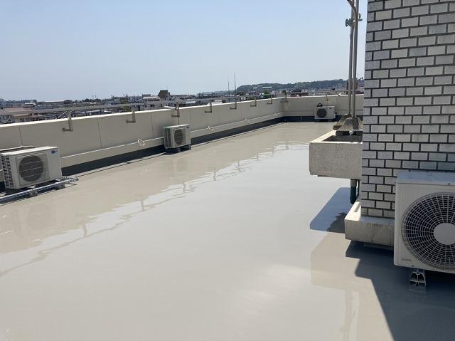 屋上防水が完了した医療法人の建物